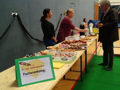 Das Bild zeigt das leckere Angebot der Cafeteria, die vom Kindergarten Pastorenkamp angeboten wurde.